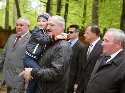 дмитрий лукашенко и его семья фото